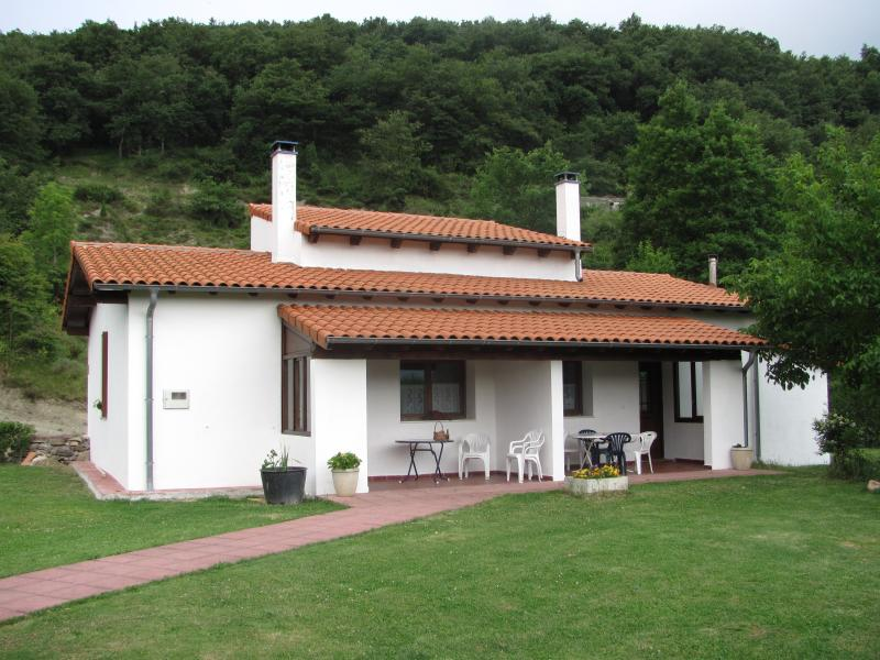 APARTAMENTO RURAL TXASTARENA, II, holiday rental in Arbizu