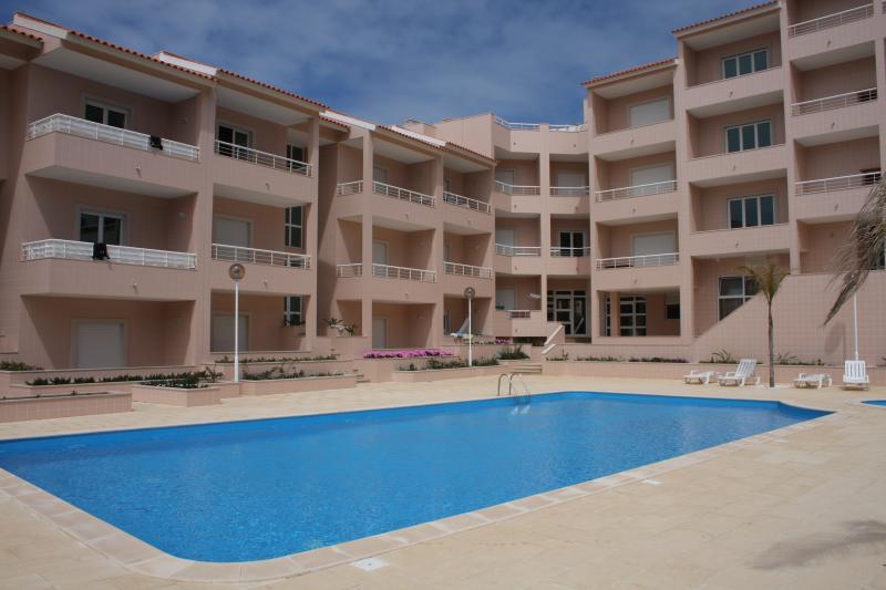 Appartamento dalla terrazza con piscina