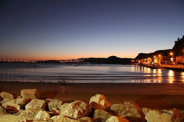 Vue sur la baie au coucher du soleil