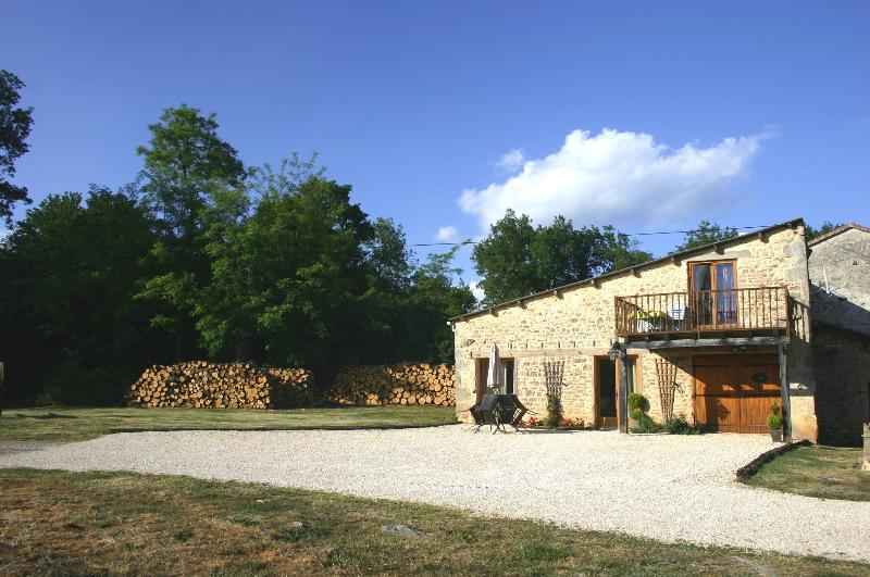 Gite La Belena, with private parking, dining area and BBQ