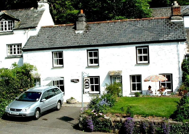 Our cosy Cornish cottage for two! - In the coastal resort of Polperro. With parking and Wi-Fi.