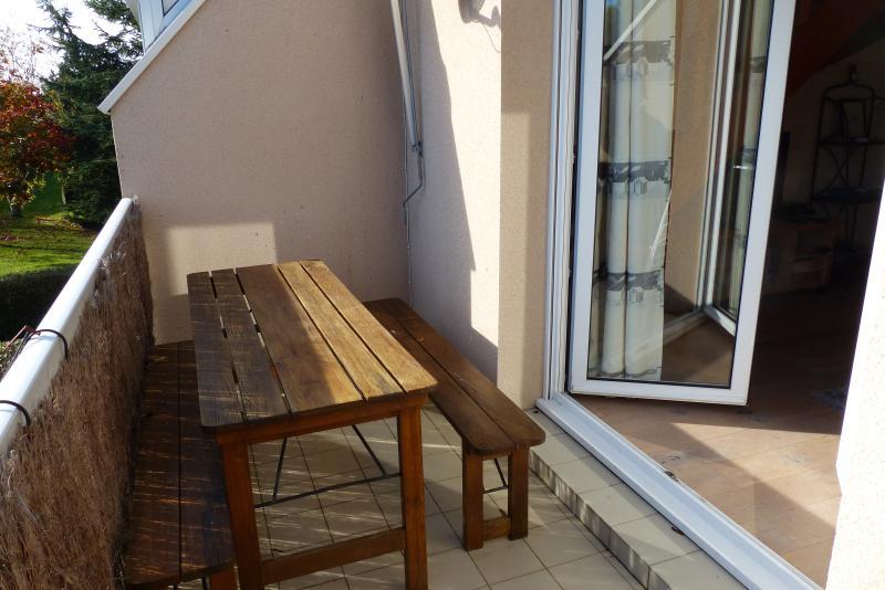 balcon-terrasse avec barbecue