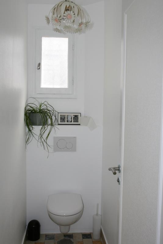 1st floor, toilets with window