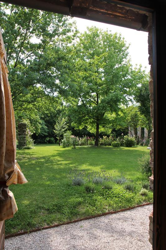 Casa Artuico: view of th garden from the bedroom door