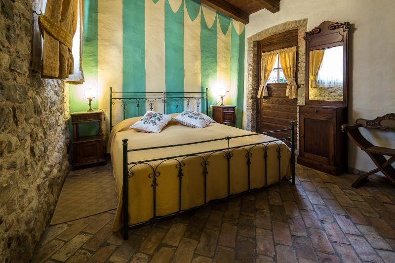 Casa Artuico: bedroom. From the door there is a beautiful view to garden