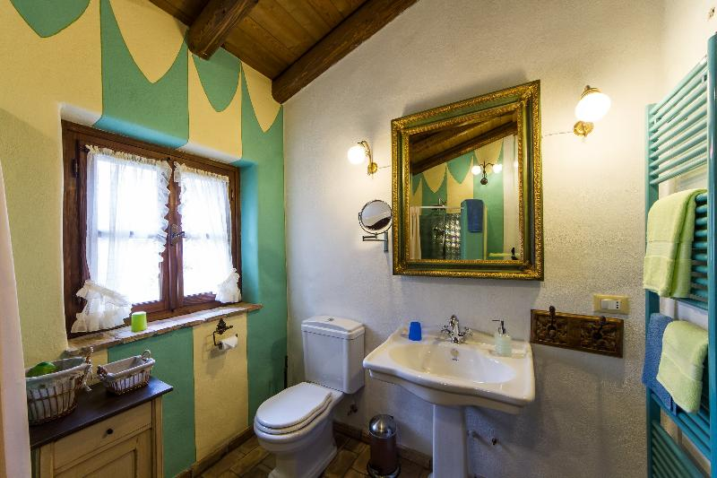 Casa Artuico, bathroom with ancient style sink and WC. On the other side there is a big shower