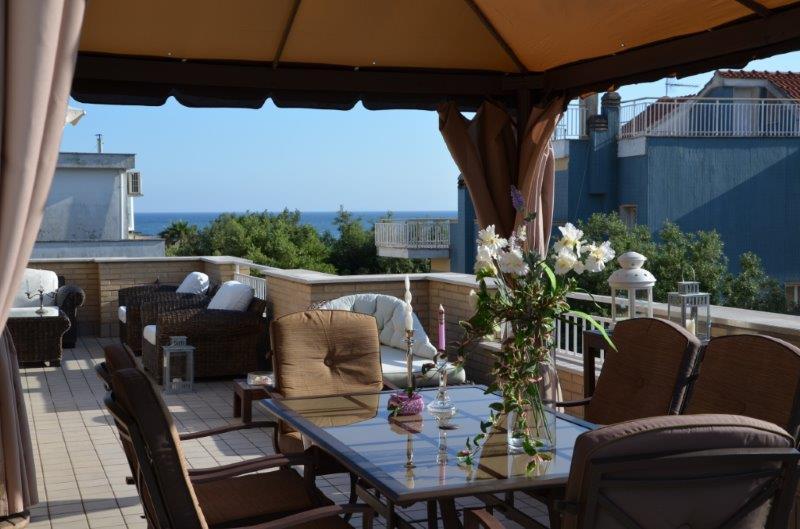 Prestigioso attico a 20 mt. dal mare, Terrazza panoramica 3 camere 1bagno, vakantiewoning in Porto Badino
