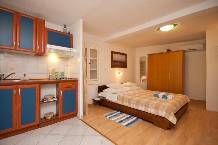 Studio apartment for 2 - Baska, location de vacances à Baska