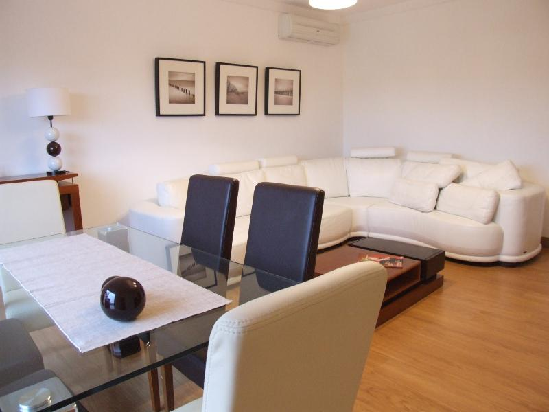 Luxury 2 Bed Apartment, holiday rental in Lisbon District