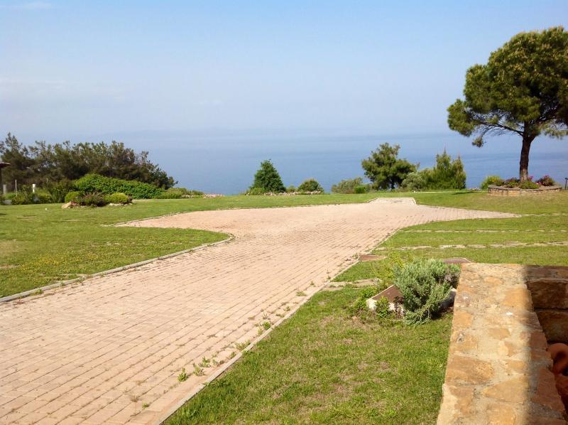 Relax villa in Afytos (Athytos), location de vacances à Afitos