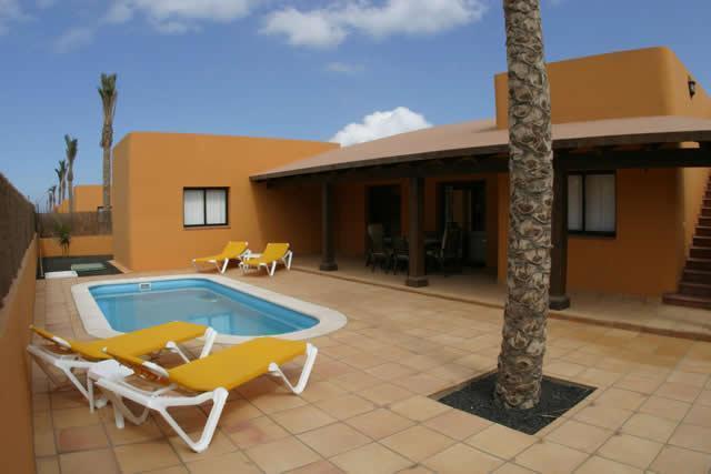 Private patio swimming-pool area