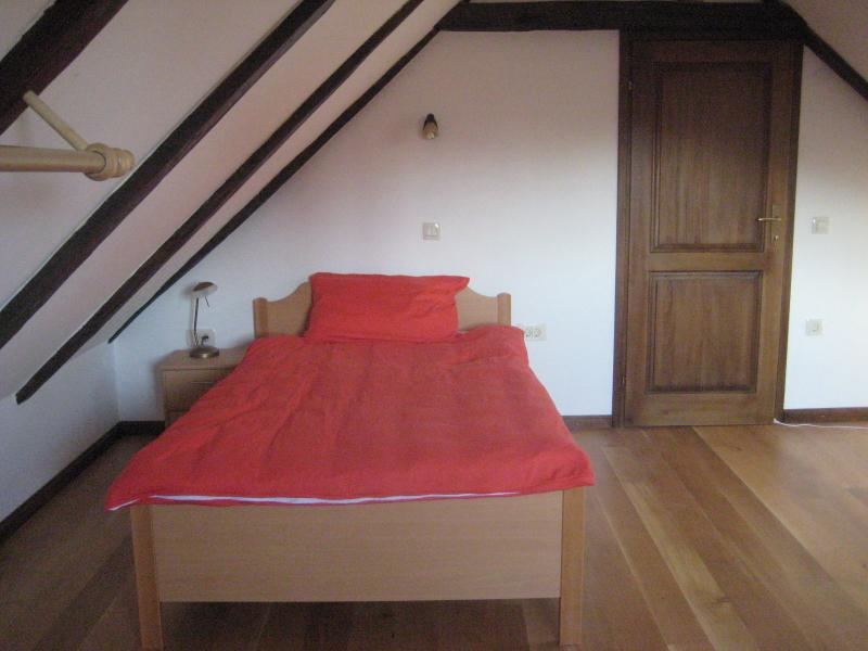 Twin bedded room with shared toilet - family flexibility
