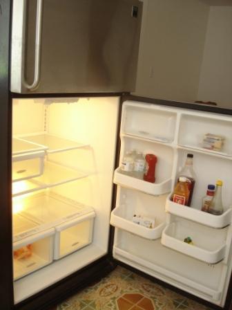 Full size refrigerator -freezer
