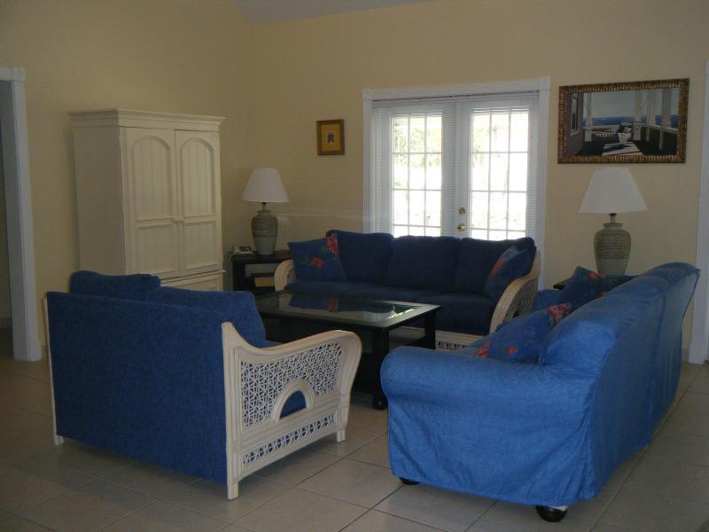 open plan living/dining room