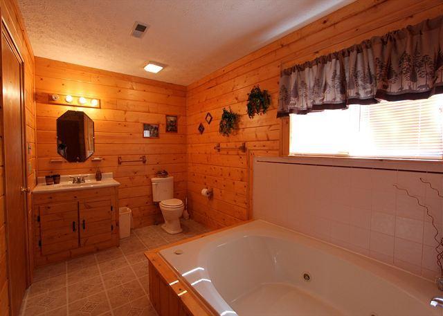 Woodhaven #1741- Jacuzzi Tub & Bathroom