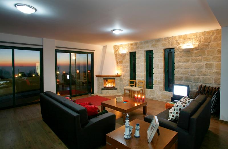 Living room with fireplace. Sea view at West. You can enjoy sunset from your living room.