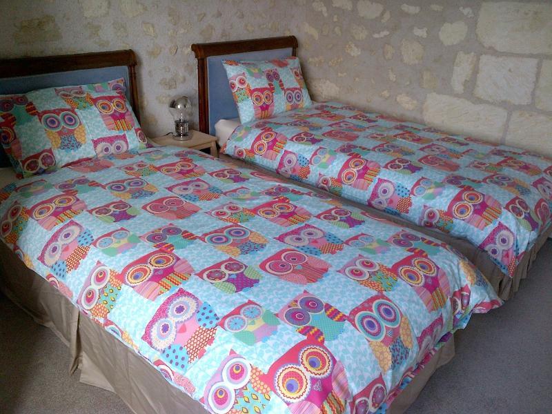 3 dormitorio con dos camas individuales