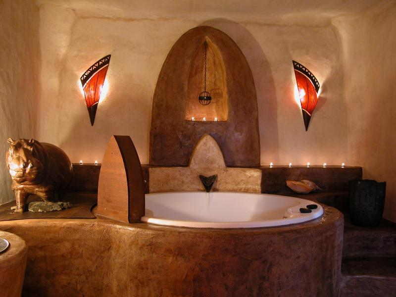 Entspannen mit Jacuzzi..., grosse Badewanne der Suite