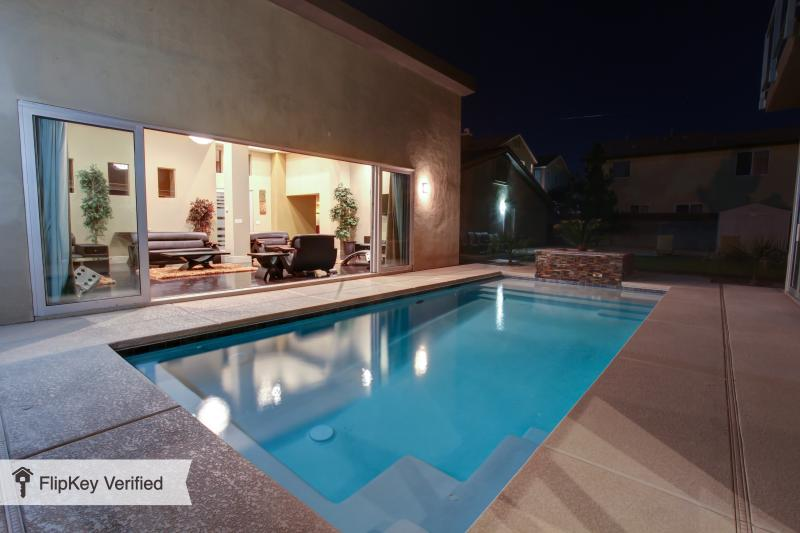 UMM *****SPECIAL*****SAVE $300 per.nt. Hurry Won't Last Long*****, holiday rental in Las Vegas