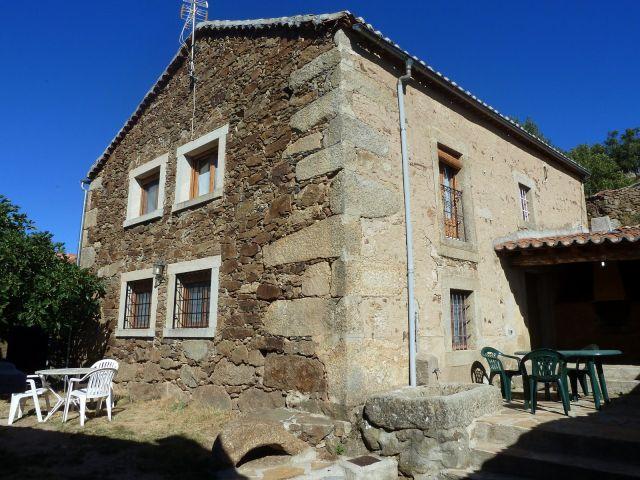 Casas rurales Gredos 'la higuera' y 'el nogal' 12 plazas con Piscina, Barbacoa., aluguéis de temporada em Hoyorredondo