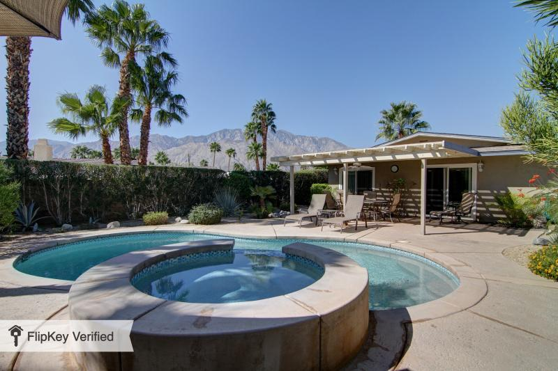 Palm Springs Home with Private Pool & Spa, holiday rental in Palm Springs
