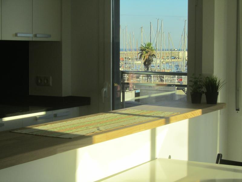 Cocina-Office abierta al salón.