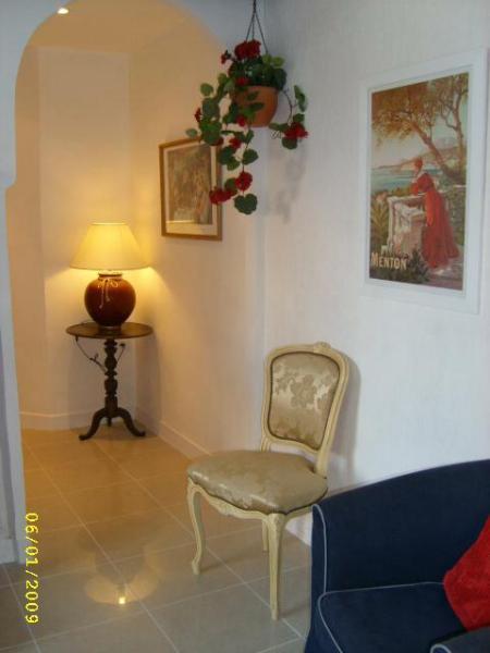 Hallway from lounge to double en suite bedroom