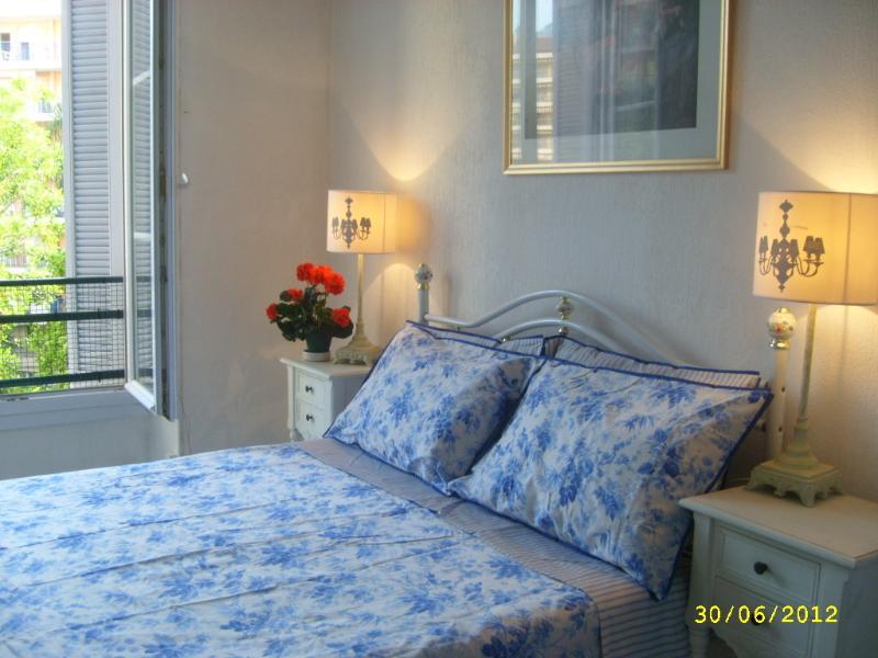 Double en suite bedroom overlooking the garden/park
