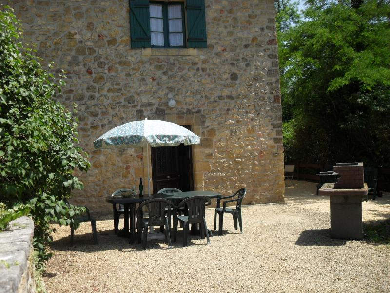 Secluded private patio for the gite Glycine