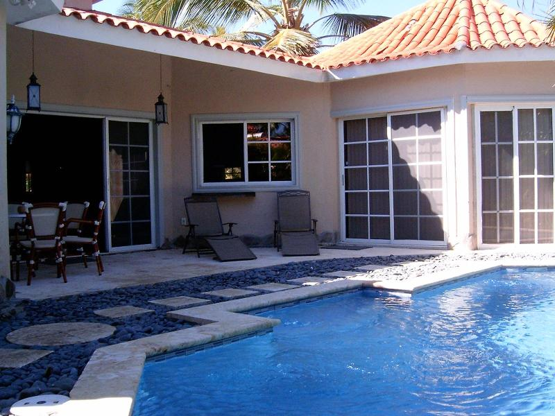 Coralina covered patio with private pool!