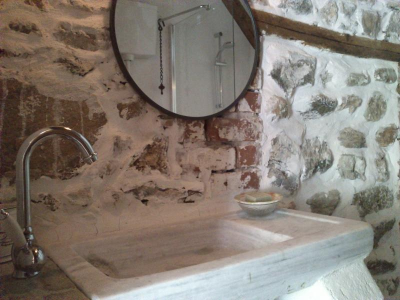 The Old Stable - original marble sink