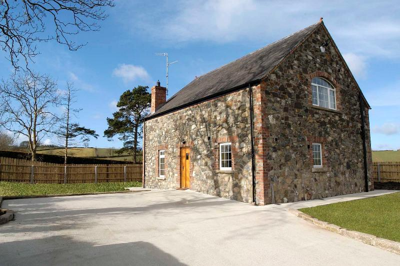 Purpose Built Holiday Cottage NITB 5 Star Selfcatering with large garden and carpark