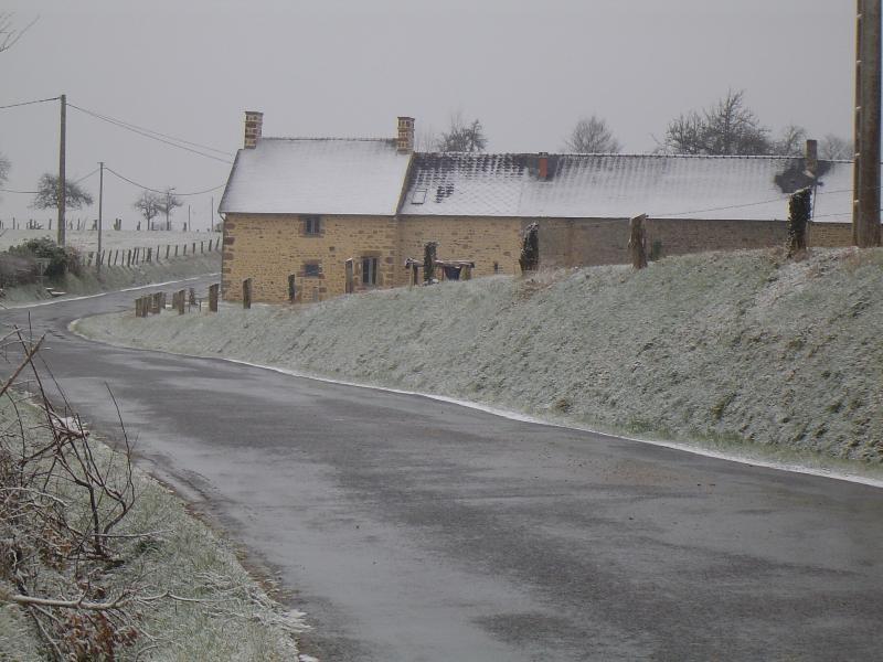 Regardant vers le bas de la voie sur une journée d'hivers