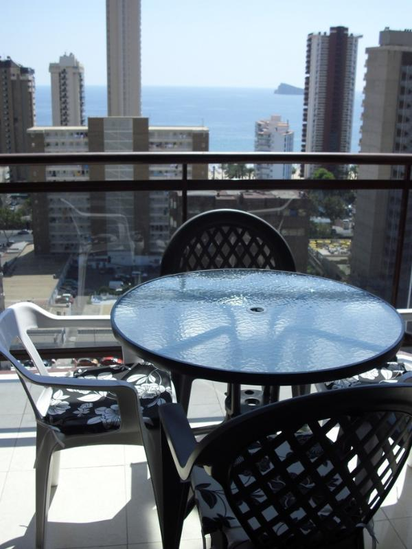 View all Benidorm and all the people and the mountains, central and close to the beach