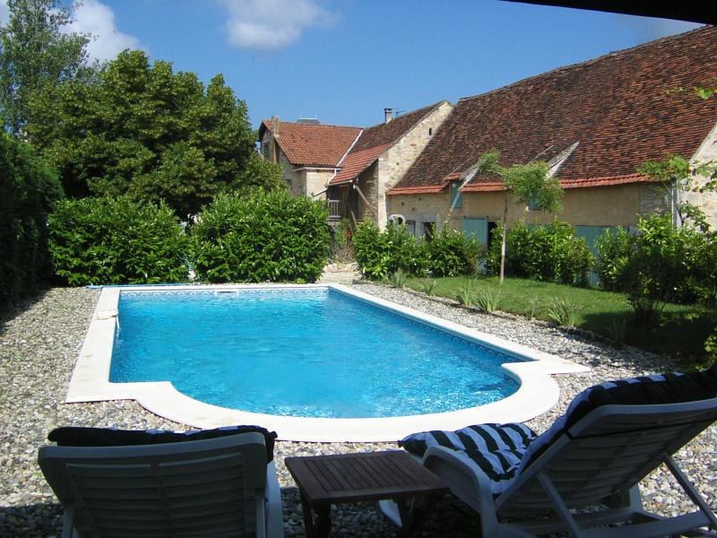 Lovely place to Relax at the pool of Auberge du Causse.