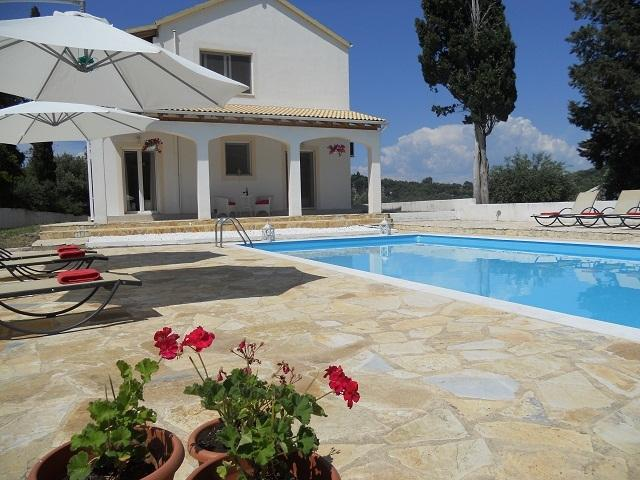 Fedrita Stunning mountain and sea views Prived pool  WiFi  AC 2 Km to the beach., vacation rental in Corfu