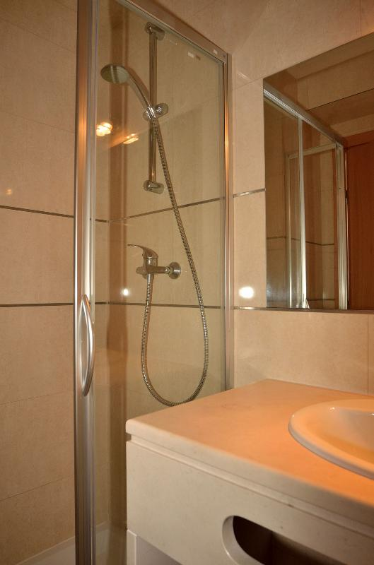 2 shower room one insuite