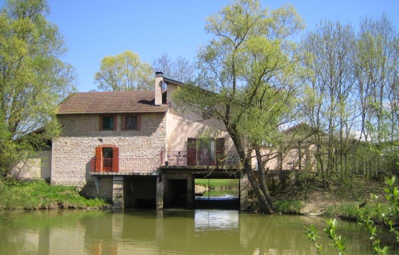 Beautiful cosy watermill in Burgundy, vacation rental in Romenay