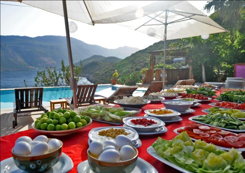 Lovely breakfast at Club Hotel Barbarossa next door