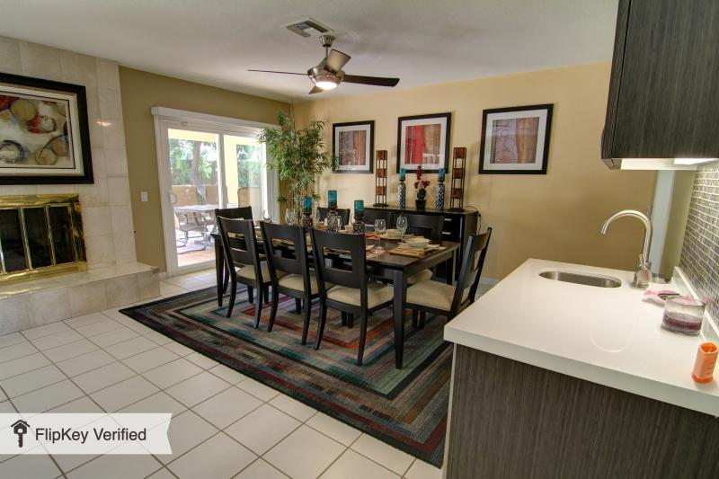 South Palm Springs Private Retreat Home, holiday rental in Palm Springs