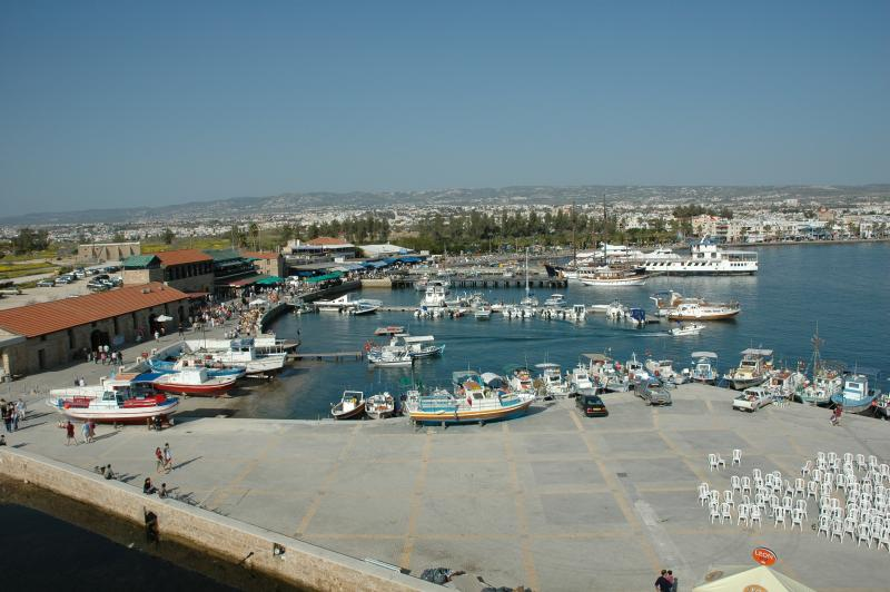 Vista do porto de pathos