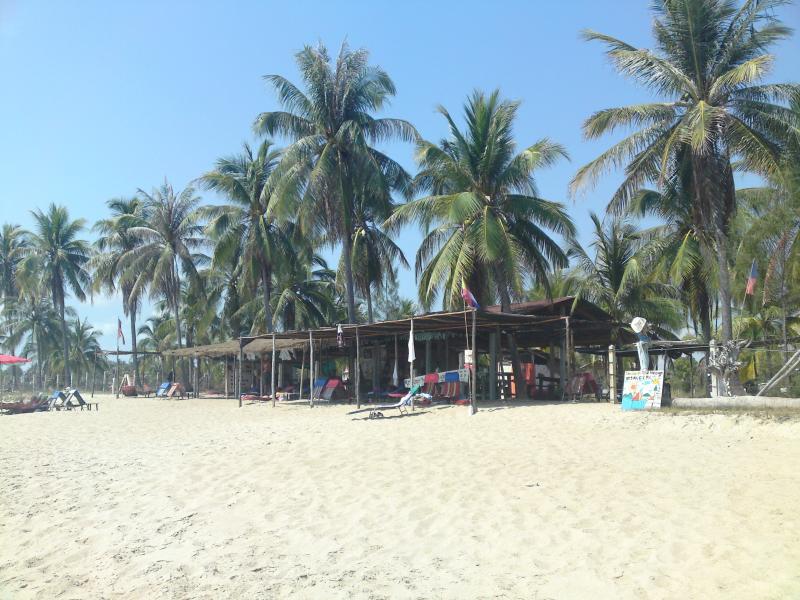 Get a thaimassage at the beach