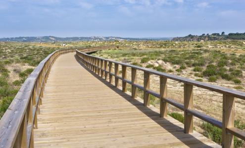 sentier de randonnée à la plage