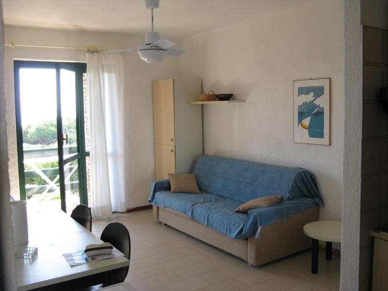 Monolocale confortevole nel verde vicino al mare, vacation rental in Stintino