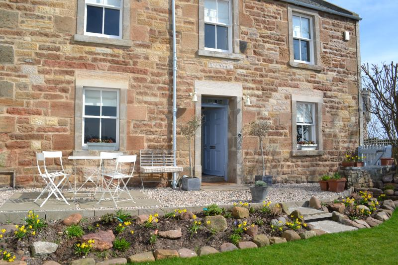 Harbour House - Stunning Sea Views just 100 yards from Crail's Ancient Harbour, holiday rental in Crail