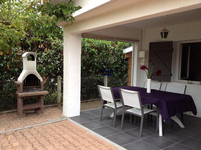 Au sud : la terrasse avec barbecue