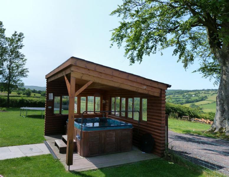 Hot tub en Breacon Cottage