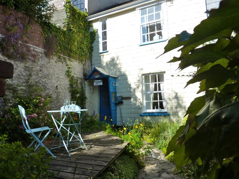 The cottage garden leading to 'Fisherman's' front door.