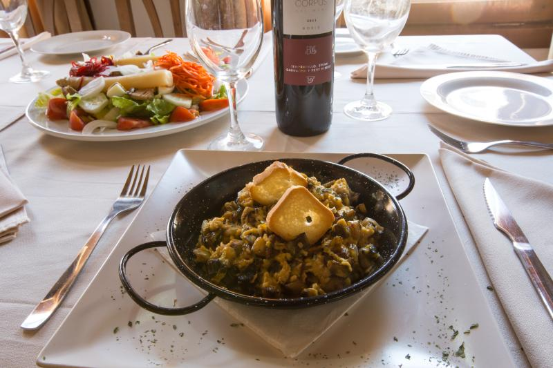 Detail restaurant salad Cerrete and Revuelto of asparagus and mushrooms