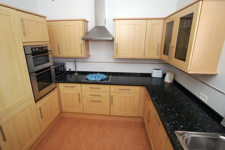 Double oven, microvave, dishwasher, washing machine. Well equipped modern kitchen.